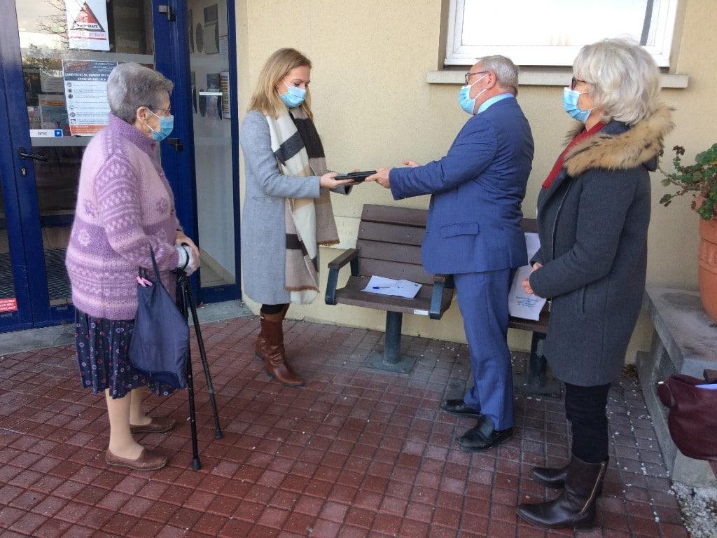 Remise de 2 tablettes numériques à l'EHPAD Rivabel'Âge par le Conseil Départemental du Calvados